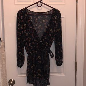 AMERICAN EAGLE NAVY FLORAL ROMPER SIZE SMALL